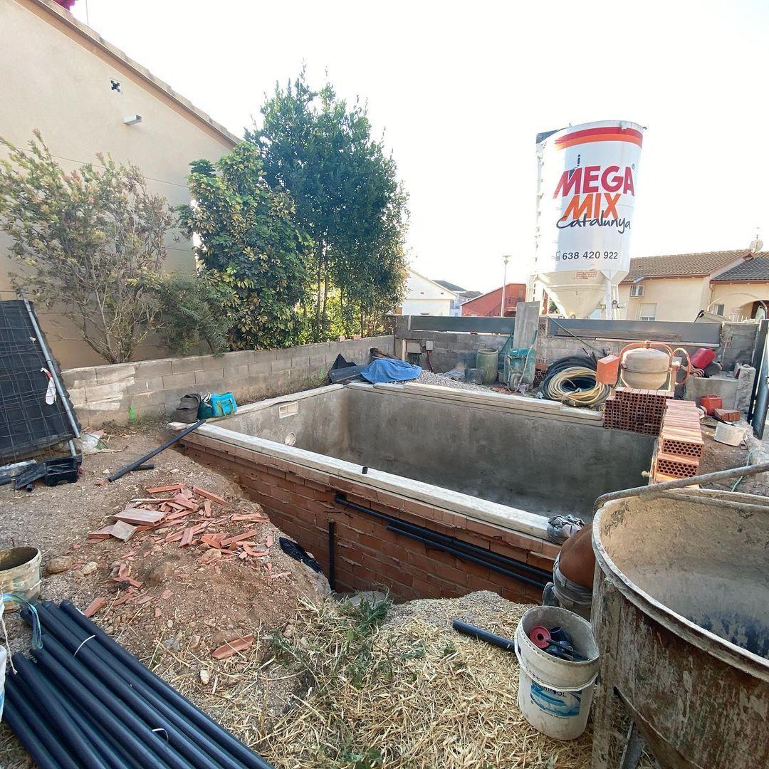construcción de piscina de obra en Torredembarra