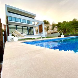 construccion de piscina minimalista en Tarragona