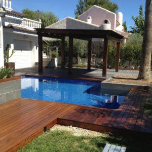 construcción de tarima de madera para piscina en Tarragona