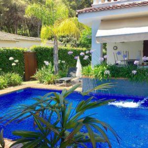 disenyo y mantenimiento de piscina tropical a Tarragona