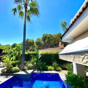 mantenimiento de jardín con piscina en Calafell