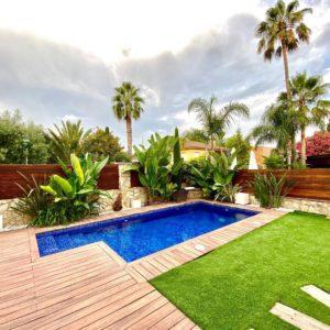 Mantienimiento de jardín y piscina particular en Calafell